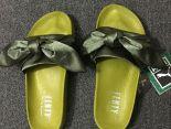 fenty bandana slide x puma緞帶鞋 蕾哈娜絲綢蝴蝶結時尚女生宮廷風拖鞋 橄欖綠